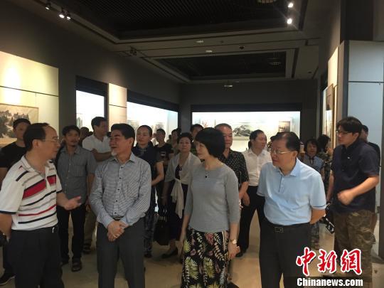 马来西亚郑浩千彩墨画展在广东惠州开展
