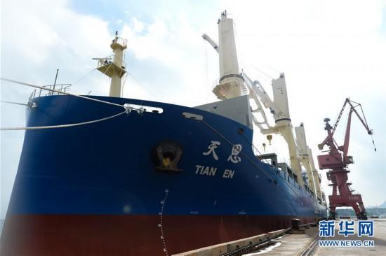 """""""冰上丝绸之路""""迎来中国新商船"""