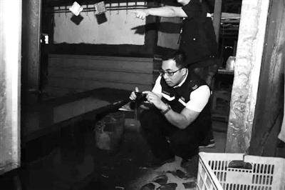 """中山古镇查处一家藏身工业区的""""制污窝点"""""""