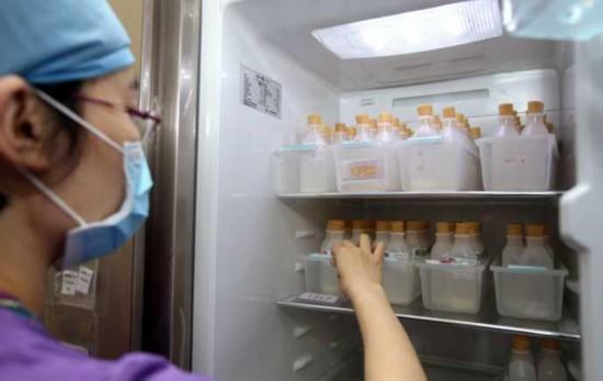 母乳喂养成婴儿奢求:哺乳假被压缩 专业人员缺乏