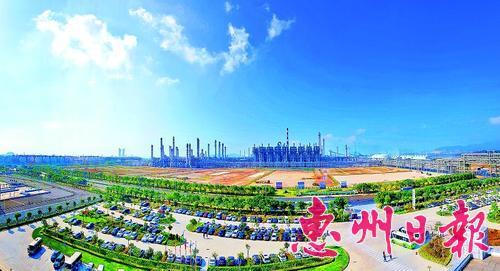 大亚湾石化区炼化一体化规模跃居全国首位。这是中海油惠炼二期项目厂区。 本报记者黄俊琦 摄