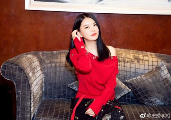 李湘晒近照瘦身成功 红衣出镜女人味十足