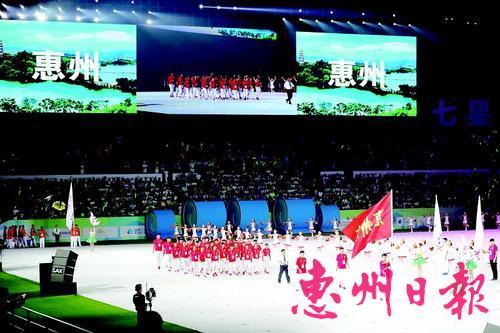 昨晚,第十五届省运会开幕式举行。这是惠州代表团入场。 本报特派记者王建桥 通讯员刘泽华 摄