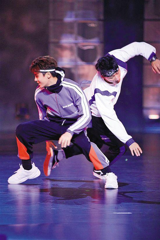 综艺《新舞林大会》赛制有点虐 导师选手都自带话题