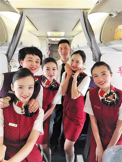 重庆公招的第一批空姐退休了 她31年飞3万小时