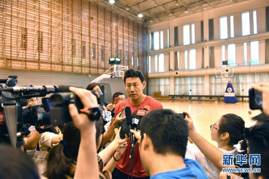 (体育)(5)篮球——中国男篮红队举行公开训练课