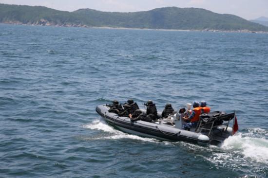 驻香港部队组织最大规模陆海空联合反恐演练
