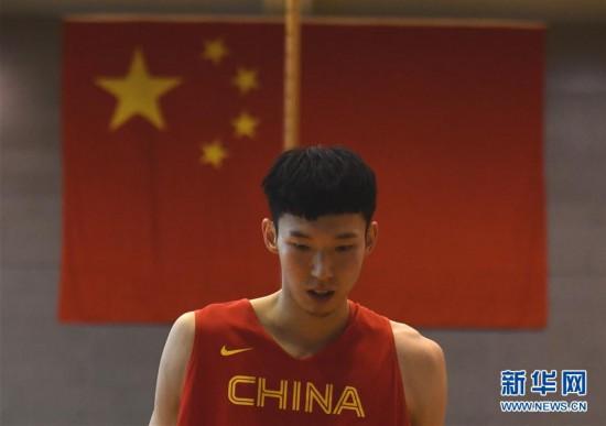(体育)(4)篮球――中国男篮红队举行公开训练课