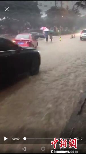 """大雨袭城致云南大理多处变""""汪洋"""""""