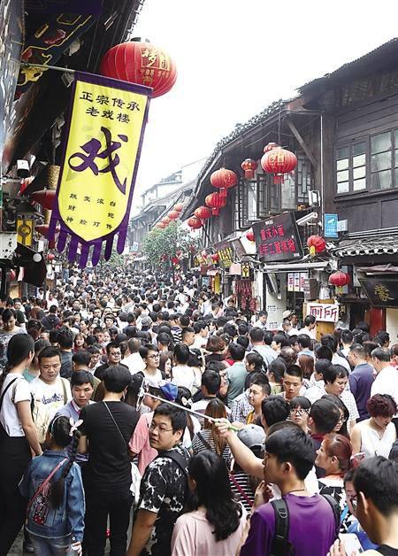 """重庆老街同质化突出 密集上马小心""""喊饿"""""""