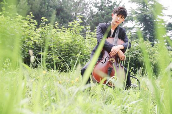 于朦胧大提琴写真曝光 优雅多变奏响夏日浪漫曲