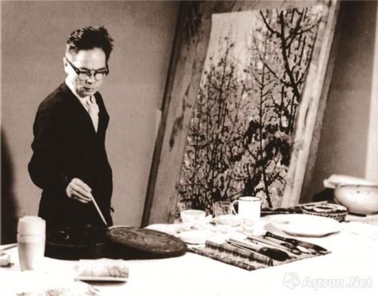 1973年10月关山月在北京创作《俏不争春》