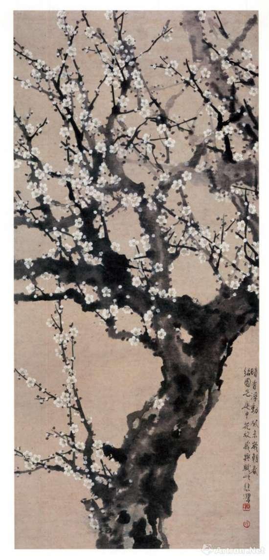 此次展出的徐悲鸿《暗香浮动图》,1943年,106cm×48.5cm,纸本设色,广州艺术博物院 藏