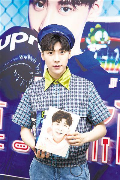 王博文携最新EP《食光机》来广州签售