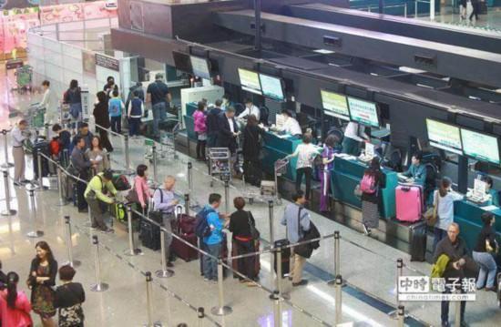 """Email通知航班异动 台湾旅客""""看不懂英文""""怒求赔偿"""