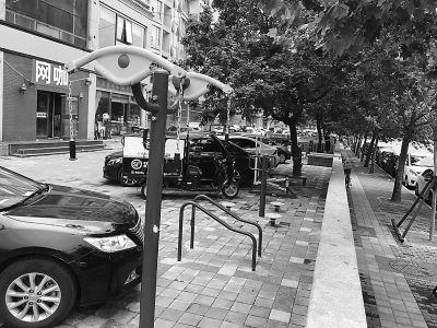 私家车挤占社区健身场