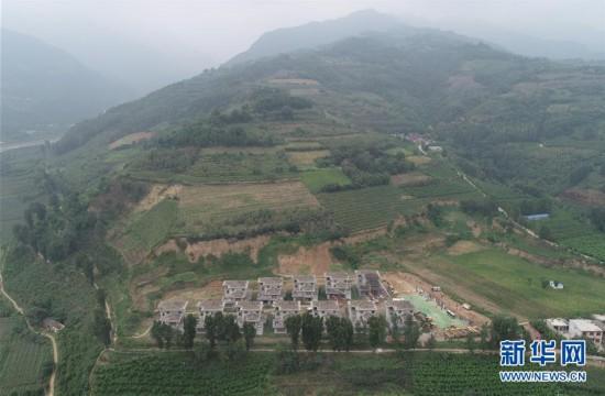 位于西安市鄠邑区蒋村镇秦岭山脚下的违建别墅(8月14日无人机拍摄).
