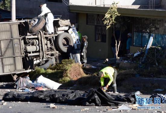 (国际)(3)哥伦比亚长途巴士在厄瓜多尔发生车祸致40余人伤亡