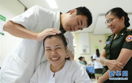 (国际・编辑连线)(11)医者仁心,大爱无疆――中国医务工作者在海外
