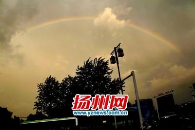大风大雨袭扬州 扬州启动防台风Ⅳ级应急响应