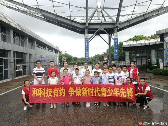 南京红星社区组织青少年参观科技馆 感受科技魅力