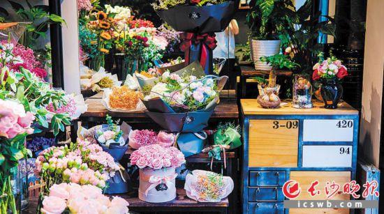 """长沙各处花店,""""爱情花""""盛开。"""