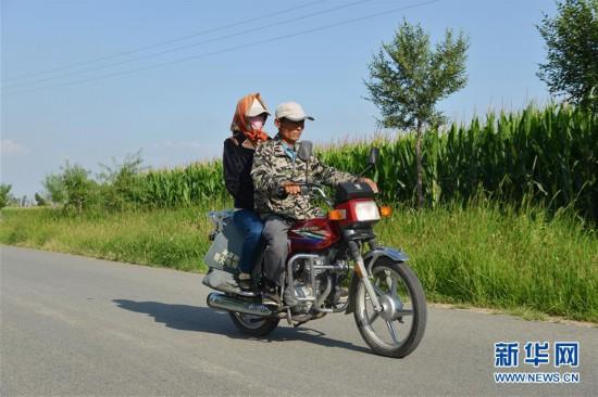 (在习近平新时代中国特色社会主义思想指引下――新时代新作为新篇章)(8)父子造林30年 林进沙退绿富同兴