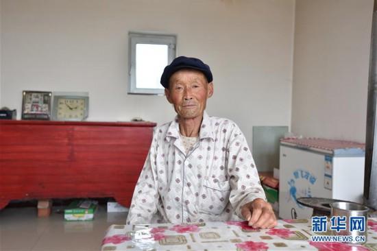 (在习近平新时代中国特色社会主义思想指引下――新时代新作为新篇章)(4)父子造林30年 林进沙退绿富同兴