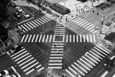 """北京首个""""全向十字路口""""投用 提高了行人过街效率"""
