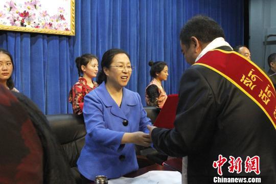 """西藏数十名优秀医务工作者""""中国医师节""""获表彰"""