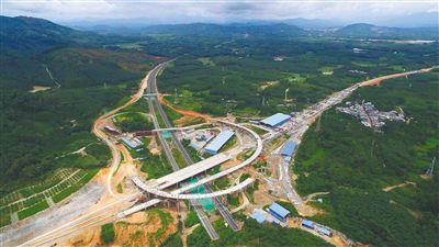 万洋高速岭门互通项目: 匝道基本成型 隧道全部贯通
