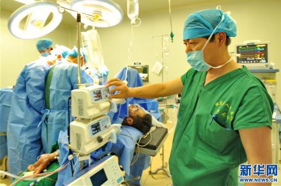 (健康)(2)医疗援藏 情满高原
