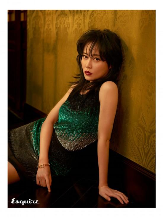 《延禧攻略》高贵妃谭卓时尚写真 光影流转间展现古典气质