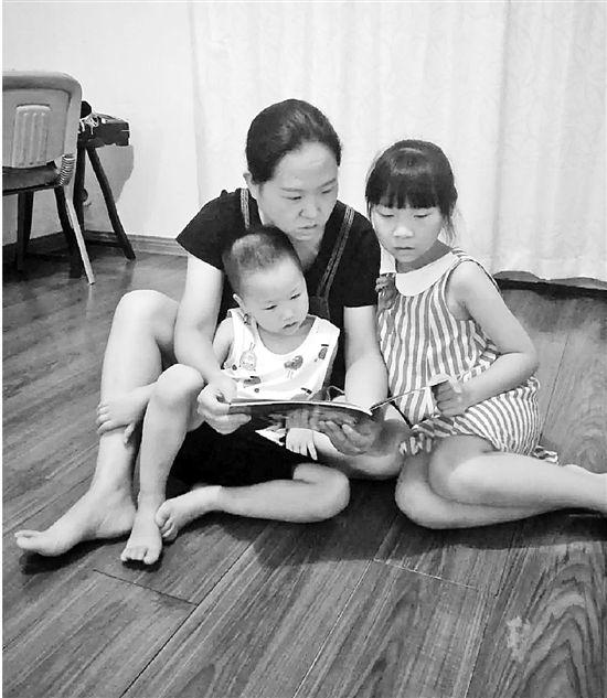 入园焦虑:怕自己孩子上幼儿园后跟不上 有妈妈竟给娃报5个班