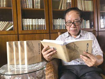 """为乡音""""建档"""" 泰州老人30多年撰写方言辞典"""