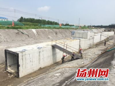 综合廊_扬州明年将建成首条综合管廊 水电通信等均入廊