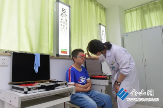 开学在即镇江医院眼科迎来学生就诊高峰