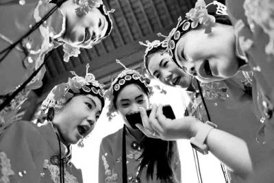 郯城小学生视频学唱柳琴戏