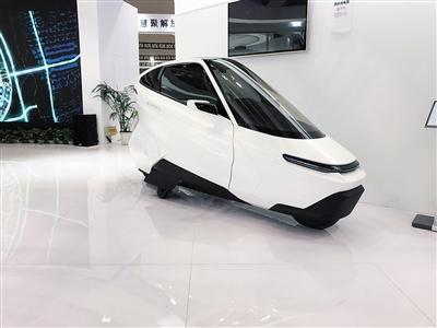 停放不会倒鼠标可操控 充满未来感的汽车亮相