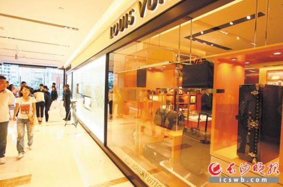 运达美美是长沙首家高端商场,曾经汇聚了LV等30多个国际顶级品牌,如今则面临转型。长沙晚报记者 陈飞 摄