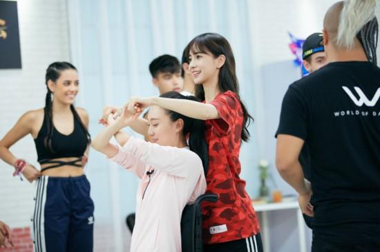 Angelababy迎战《新舞林大会》搭档舞蹈家刘岩舞力全开