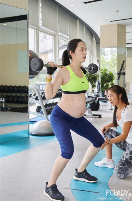 运动女孩绝不会因怀孕而停止运动……
