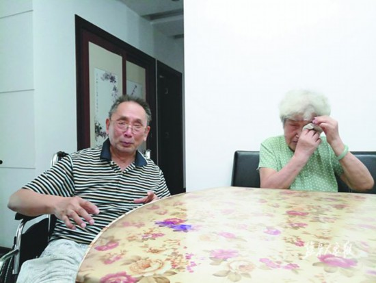 84岁老爹跌伤腿 盐城三位女士接力救援