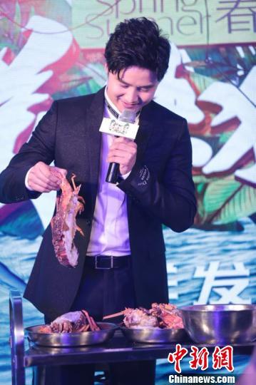"""田亮说,此番参与《美味猎手》的拍摄让自己对""""水""""有了新的感悟。 徐银 摄"""