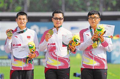 <p>  8月27日,中国队选手徐天宇、李佳伦、孙权(从左到右)在颁奖仪式上。         新华社发</p>