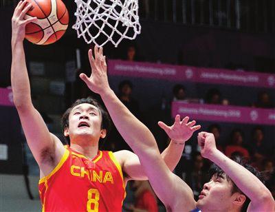 中国男女篮携手进决赛 周琦要抢