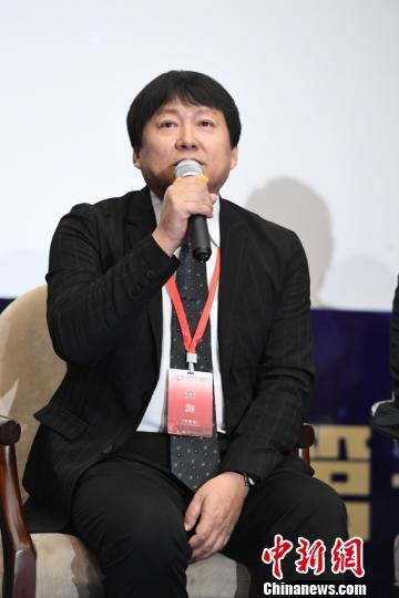 评委会主席由著名导演霍建起担任 张瑶 摄