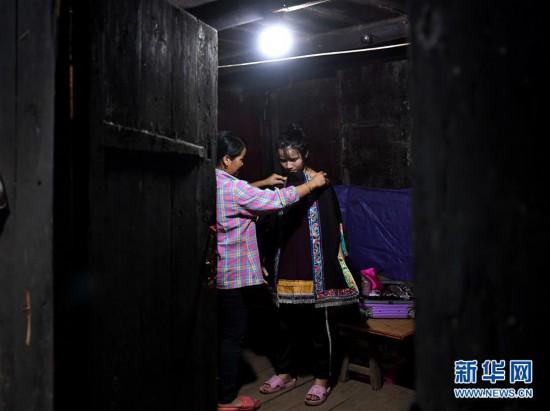 #(图片故事)(6)大山深处,爱心照亮贫困女孩求学路