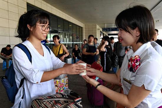 福州火车站:热情服务迎新生