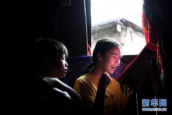 #(图片故事)(5)大山深处,爱心照亮贫困女孩求学路